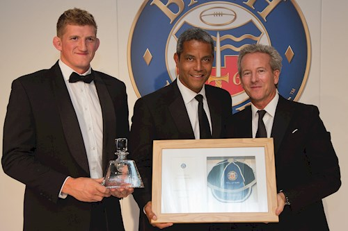 Jeremy Guscott, flanked by Stuart Hooper (L) and Bruce Craig (R), is inducted to the Hall of Fame.